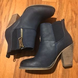 Navy Blue ankle boot set on a block heel.